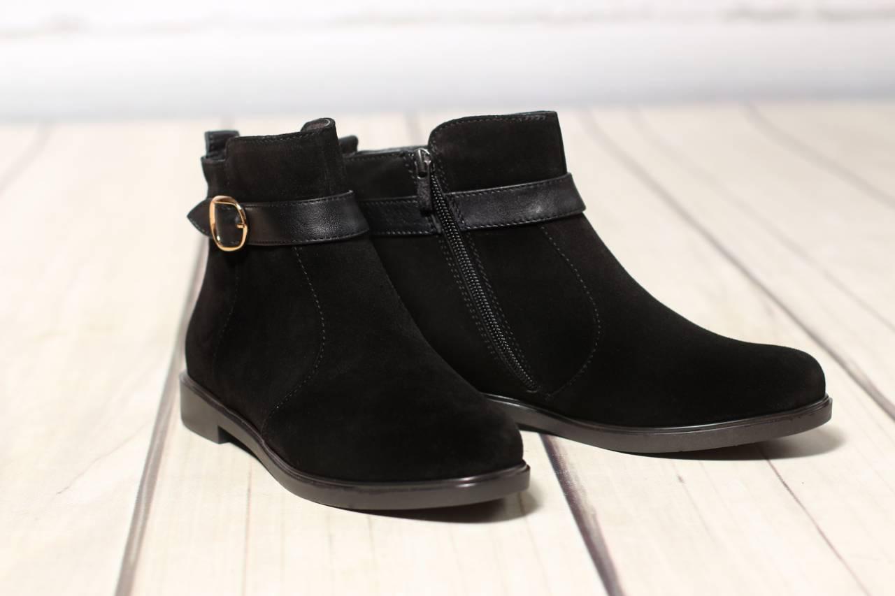 Женские кожаные замшевые ботинки полуботинки TIFFANY на низком каблуке с ремешком