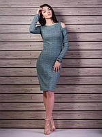 Красивое платье в рубчик приталенного силуэта с открытыми плечами