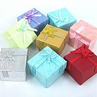 Подарункова коробочка квадратна з бантиком 82