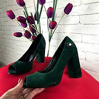 Зеленые замшевые туфли на толстом каблуке открытый носок