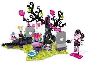 П,  Конструктор Mega Bloks Monster High DraculauraBirthday Дракулаура день рождения