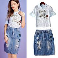 Джинсовая юбка и стрейчевая футболка