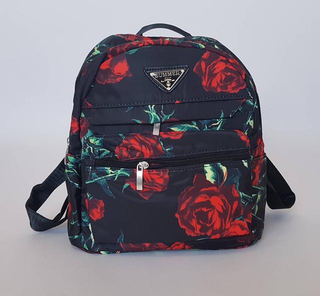 рюкзак городской черного цвета с яркими розами