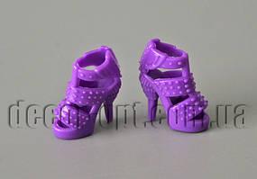 Пара фіолетових модних туфельок на ляльку