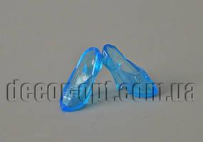 Пара блакитних кришталевих туфельок на ляльку