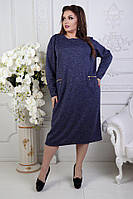 Лаконичное батальное платье прямого кроя с длинным рукавом и карманами