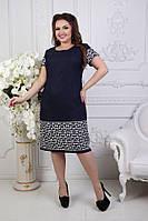 Женское льняное платье футляр с рукавом 1/4 и  с геометрическим узором большого размера