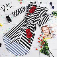Стильное платье-рубашка с вырезами на рукавах и объемной аппликацией розы
