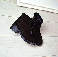 Женские демисезонные ботинки из натуральной замши черного цвета на низком ходу