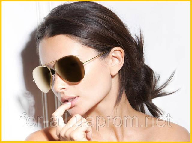 Фото женщины в солнцезащитных очках