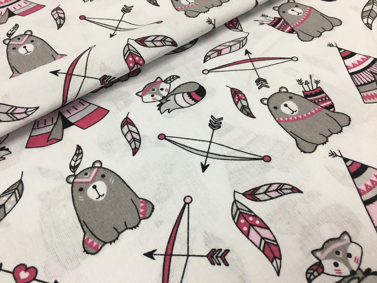 """Польская хлопковая ткань """"мишки с вигвамами серо-малиновые на белом"""""""