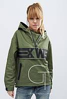 Легкая ветрозащитная женская  куртка из плотной ткани с капюшоном