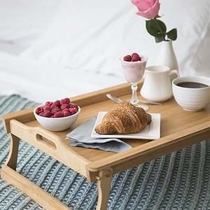 Столики и подносы для завтрака