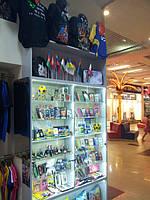 В отличии от множества интернет-магазинов, которые торгуют воздухом, наш ресурс имеет поддержку в виде оффлайн магазина, расположенного в самом модном торговом центре Харькова ТРЦ Дафи на третьем этаже, слева от входа в кинотеатр Кронверк