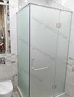 Угловая душевая кабина с распашной дверью, матовое стекло