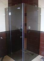 Стеклянная душевая кабина с распашной дверью на заказ в тонированном стекле