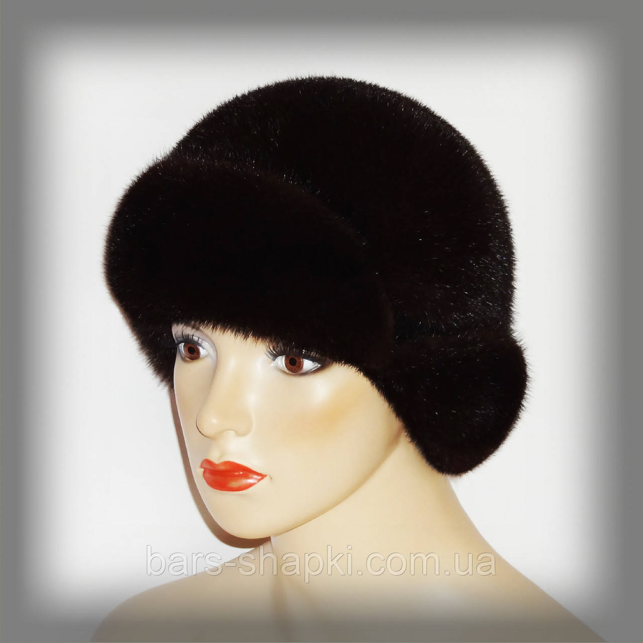 Женская норковая шапка с маленькими ушками