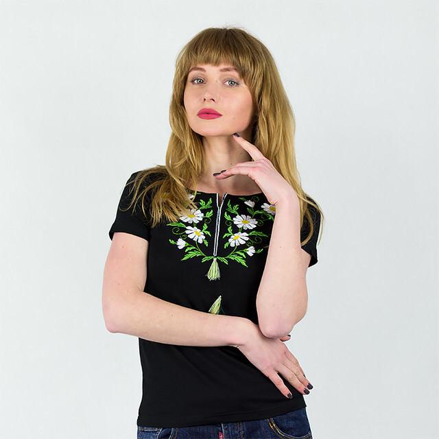 Женская черная футболка c вышивкой Ромашки