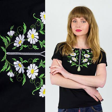 Женская черная футболка c вышивкой Ромашки, фото 2