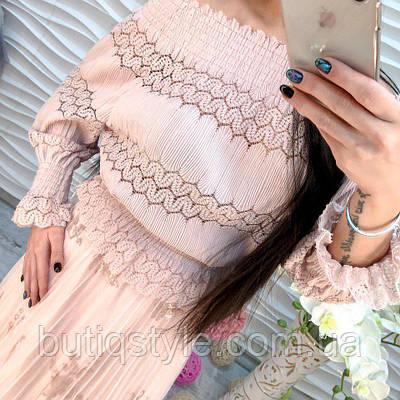 Стильная женская блузка со спущенным плечом ажурная жатка белая, розовая, серая, черная