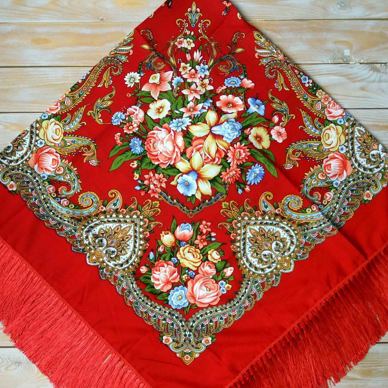 Большой женский платок красного цвета (135х135см, красный, 80%-шерсть)