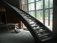 Прямая бетонная лестинца на тетиве