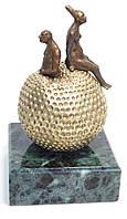 """Эксклюзивные подарки. Кабинетная скульптура, авторская работа Шевчука Д.В. """"Яблоко"""""""