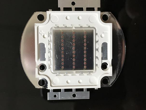 Светодиод матричный СОВ красный для прожектора 30W (45Х45 mil) Код.59168