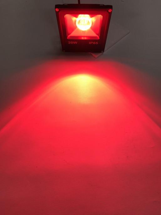 Уличный прожектор красный с линзой 20W Slim Код.59189