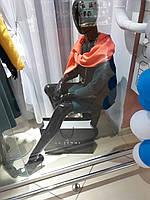 Манекен гипсовый женский сидячий на тумбе