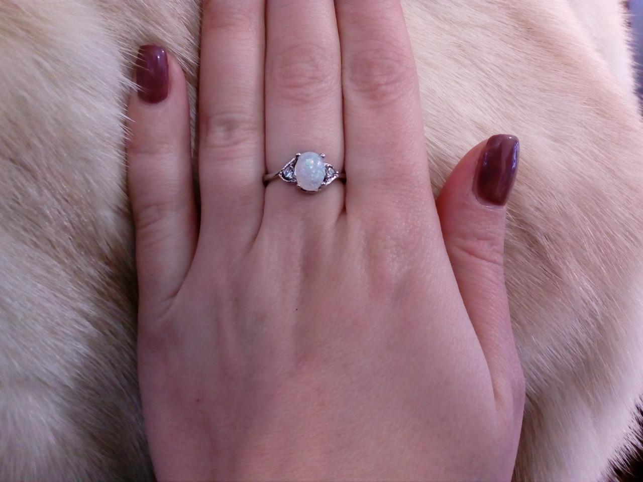 Кольцо с опалом в серебре 16,5 размер