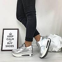 Женские кроссовки на танкетке серебро