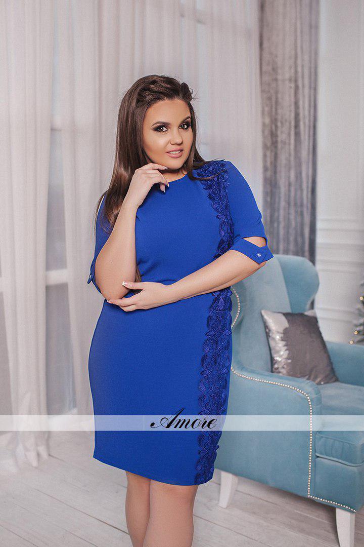 Прямое платье с красивой отделкой кружевом. Размер:50, 52, 54, 56