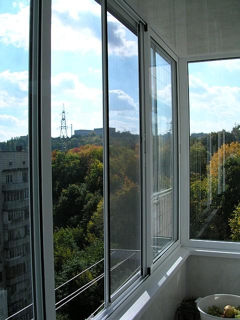 Остекление балкона раздвижными алюминиевыми рамами остекление балкона пластиковыми окнами фото
