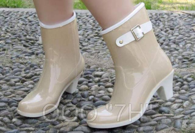 Молодежная резиновая обувь