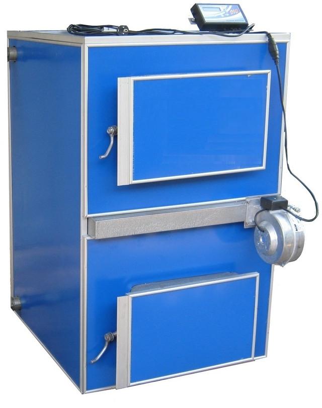 """Котлы пиролизные твердотопливные """"APSS"""" Украинского производства от компании TTSK от 12 до 100 кВт.   Котлы серии «APSS» от компании TTSK разработаны для пиролизного сжигания органического топлива. Оснащены раздельными камерами для загрузки топлива и горения органического газа. Принцип действия котла следующий: за счет высокой температуры в загрузочной камере происходит пиролизное разложение органического топлива с выделением газа. Газ подается на специальное, жаропрочное горелочное устройство с одновременным смешиванием воздуха в необходимом колличестве, для качественного горения. Нагнетание воздуха выполняет дутьевой вентилятор управляемый блоком автоматики котла. Горение происходит непосредственно в топочной части после чего горячие газы подаются в конвективную часть котла, где и происходит теплообмен.  Отличительные особенности котлов серии «APSS»: -     Все процессы (кроме загрузки топлива) автоматические, котел управляется блоком управления с цифровым дисплеем. -     Большой объем камеры газообразования, от 100 л. до 600 л., в зависимости от модели и мощности. -     Высокие экологические показатели за счет точного соотношения газ - воздух. -     Возможность работы как на дровах, так и на других видах органического топлива. -     Возможность работы на топливе с высокой влажностью (с более низким КПД). Пиролиные( газогенераторные) котлы на украинском рынке –это давно уже не новость! Украинских потребитель уже давно знаком с этим типов котлов, APSS пиролизный котел на дровах.  Пиролизные котлы, как правило дороже в 1,5 раза традиционных твердотопливных котлов, но пиролизные твердотопливные котлы APSS от компании TTSK,  имеют вес в 2-2,5 раза больше, срок эксплуатации в 2-3 раза выше,КПД выше на 20%, время работы на одной загрузки дров привышает в 2 раза время работы обыкновенных котлов. Котлы пиролизные от компании TTSK, котлы APSS абсолютно непрехотливы к виду и качеству древесины,цена же при этом в 2 раза дешевле европейских аналогов!  Пиролиз — это экзотермиче"""