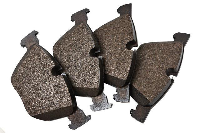 Тормозные колодки задние на Renault Trafic 2, Opel Vivaro A, Nissan Primastar