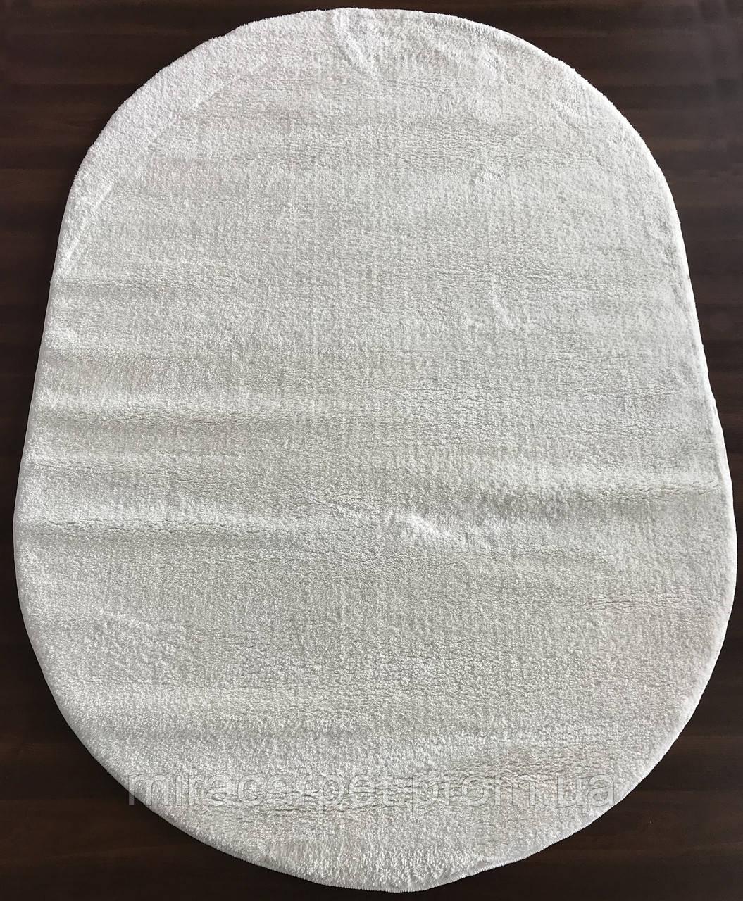 Ворсистые белые ковры