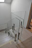 Ограждение лестницы из стекла на стойках из нержавейки, Стеклянные перила из каленного стекла