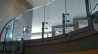 Ограждение из стекла на выносных стойках-балясинах
