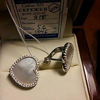 Серебряные серьги сердце с белым перламутром