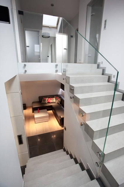 Стеклянное ограждение на лестницу с боковыми стекло-держателями без поручня и верхних крепежей