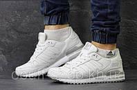Новое поступление обуви - женские и мужские кроссовки