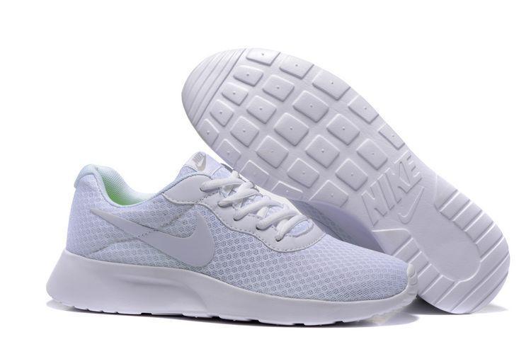 Кроссовки Nike Tanjun White Белые женские