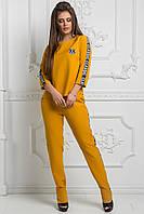 Креповый спортивный костюм с рукавом 3/4 декорирован надписью по бокам