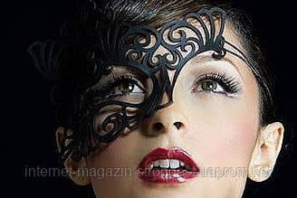 Ажурна маска з шкіри
