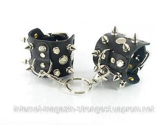 Шкіряні наручники з шипами