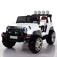 Детский двухместный полноприводный электромобиль Джип 4*4 M 3572 EBLR-1, кожаное сиденье и мягкие колеса
