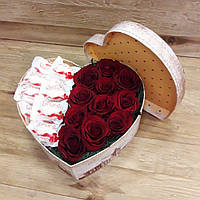 Сердце из конфет Рафаэлло Rafaello и живых роз в шкатулке - Свит бокс SWEET BOX