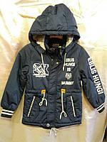 Куртка демисезонная для мальчика на 6-10 лет синего цвета с капюшоном с надписью оптом